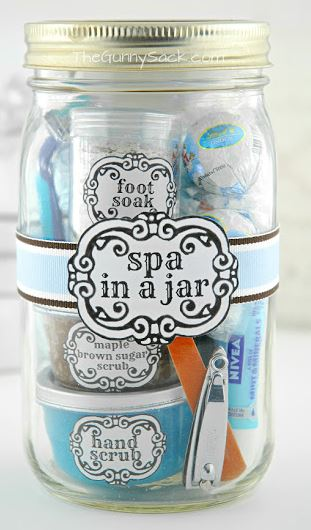 Tonia, author of blog TheGunnySack, shows off her own spa-in-a-jar creation.