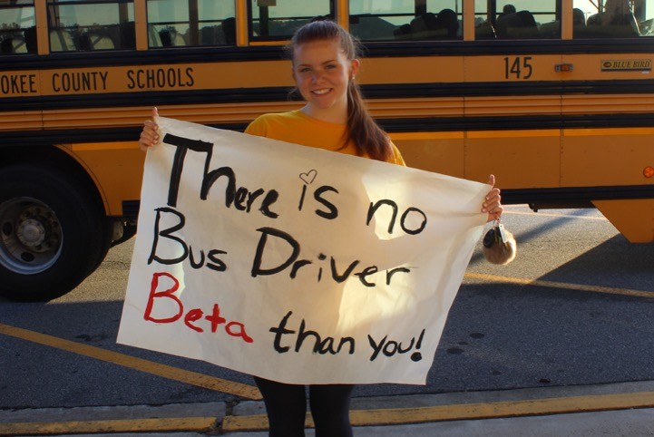 Student+holding+up+homemade+signs+for+the+incoming+bus+drivers%21